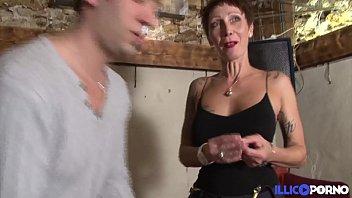 Jolie cougar cherche un bijou et trouve une belle bite [Full Vidéo] 24分钟