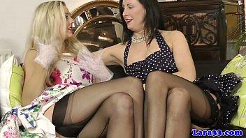 British glamour MILF in lingerie lez fun 8分钟