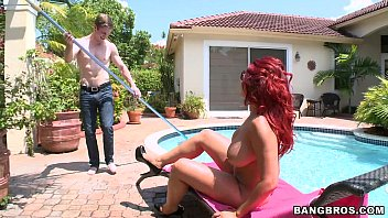 Thick MILF likes the Pool Boy
