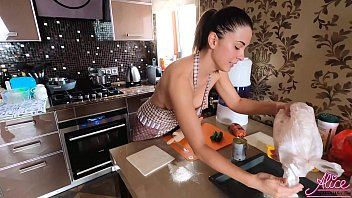 Babe Showing her Sexy Body while Cooking Pizza - Homemade