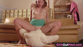 Girls Out West - Amateur cutie fucking a teddy bear porno izle