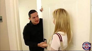 Blonde teen Angel Smalls gets licked and fucked doggystyle 6分钟