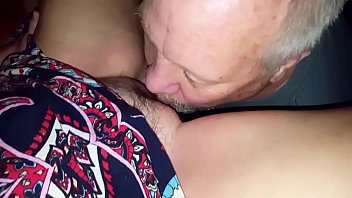 My friend Brett OWNS Agness my wife's pussy 21分钟
