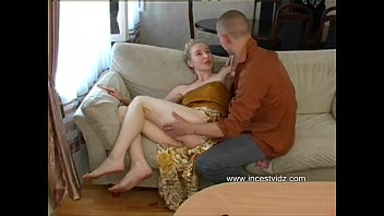 Sexy skinny blonde mom 20分钟