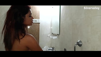 Room service!!! Sexy Indian girl having sex with hotel boy w