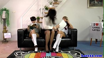 Streaming Video UK les mature joining schoolgirls in trio - XLXX.video