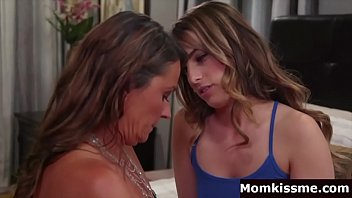 Stepmom seduce by daughter
