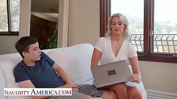 Naughty America - Hot Milf Jordan Maxx wants that young cock 7分钟