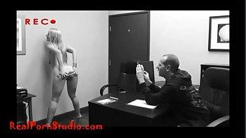 Realpornstudio.com Casting desperate skinny hooker takes anal shitter swallows 11分钟