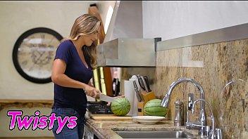 Mom Knows Best - (Ryan Ryans, Uma Jolie) - Nice And Juicy - Twistys