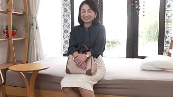 【石沢やす子】なんと孫がいる六十路熟女はオナニー大好きフェラ得意のまだまだ現役の性欲おばさま
