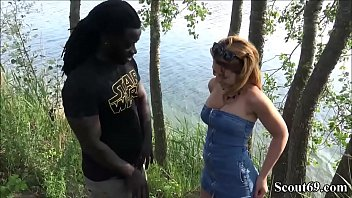 German Redhead Teen Fuck by Monster Black Dick Public - Fluechtling mit Monster Schwanz fickt Teeny mitten am Strand