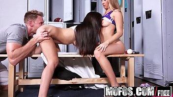 Mofos - Pervs On Patrol - Naughty Burglars Share a Dick starring Kaylee Jewel and Michelle Martinez 8分钟