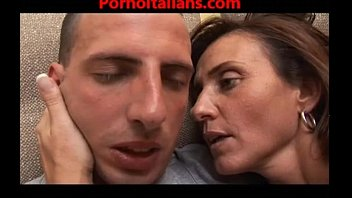Worlds hottest moms pornos - Italian milf mature mom - mamma arrapata scopa ragazzo