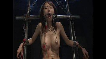 【拘束電流調教】拘束された巨乳美女が乳首、マンコに電極付けられて高圧電流流されてガクガク痙攣する。