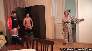 Mature grandma - Two dudes try her old pussy