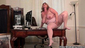 BBW milf Kimmie KaBoom shows off her secretary skills Image