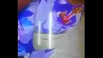 LESBIENNES se touchant dans les toilettes à Abidjan