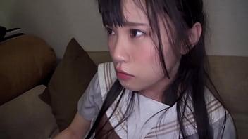 家に連れ込まれた上京中の地方娘はおっさんのデカチンで初心マンコをかき回されて中出しされた!