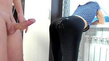 Milf in spandex leggings cum on ass 5分钟