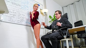BUMS BUERO – Beauty Victoria Pure hot blowjob and fuck at work