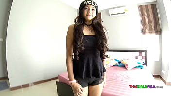 Thai teen loves being fucked without a condom 6 min