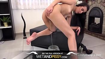 Movies of girls peeing Wetandpissy - amanda in the mirror - pissing panties