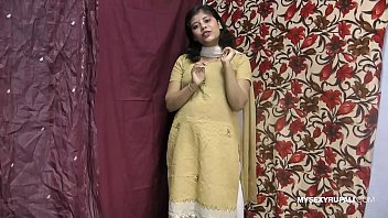 Rupali Indian Girl In Shalwar Suit Stripping Show 90秒