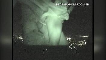 Homem Fode Buceta De Garota Favelada Em Local Público Com A Cidade Do Rio De Janeiro Iluminada Ao Fundo