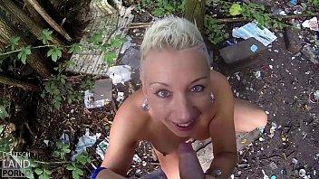 Mysterious skin and nude Mandy mistery geht gern in die knie und bläst aus freien stücken ..... dp