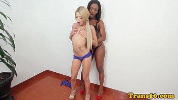 Ebony tranny assfucks blonde transsexual