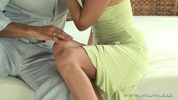 MOM MILF gets fucked in the fresh air pornhub video