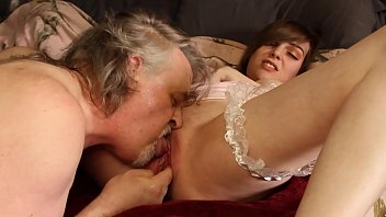 Roxy Squirts In Lee's Face During Oral Sex porno izle