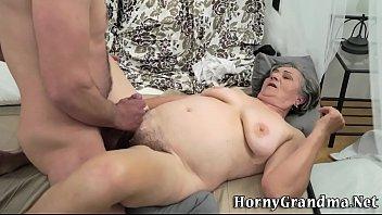 Chunky grandma takes cum 6分钟
