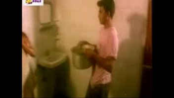 Aunty In Bathroom Seduces Servant For Fun and mast