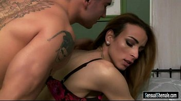 Lusty tranny Savannah Thorne gets her asshole drilled
