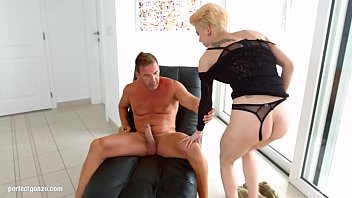 Chica la Roxxx gets hardcore anal sex with gape by Ass Traffic 12分钟