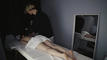 Расслабляющий массаж закончился мастурбацией и спермой для нее