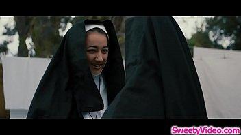 Blonde nun facesitting her brunette exgf 6分钟