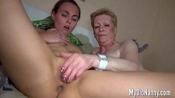 Horny Granny Enjoys Lesbians Sex in Threesome Vorschaubild