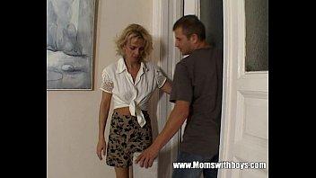 Hot Horny Cougar Seduces Young Boy 12 min