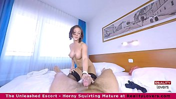 Betty Fox squirts in VR