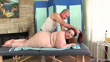 Big boobed BBW Miss Ladycakes gets a sex massage 8分钟