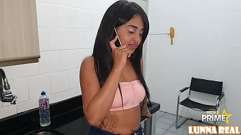 Neighbor Novinha Gostosa meets Gogo Perseu Endowed in the elevator and fucks him in the kitchen Complete at Red