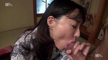 温泉宿で他の男性客に身体を奪われ感じてしまう人妻