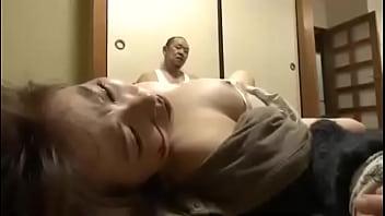 Cô chủ nhỏ bị tên bạn thân cưỡng bức đánh đập dã man