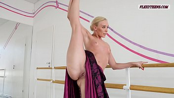 Anna Sigarga with gymnastics never seen before 7分钟