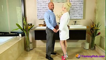 Lucky dude fucked by amazing hot Blonde