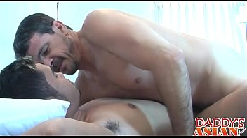 Nerdy asian twink Casper gets his asshole popped by daddy