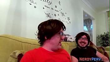 Pussy licking nerd pervert gets sucked